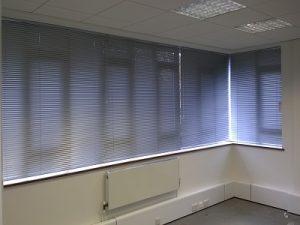 White 6 panel blind